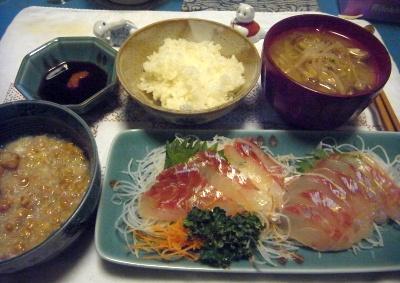 R0012929_1112夜-長崎県産いとよりのお造り、納豆おろし、もやし味噌汁、レンジで炊いたご飯_400.jpg