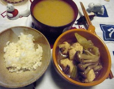 R0012944_1115夜-新米ご飯、しめじと鶏の煮物、味噌汁_400.jpg