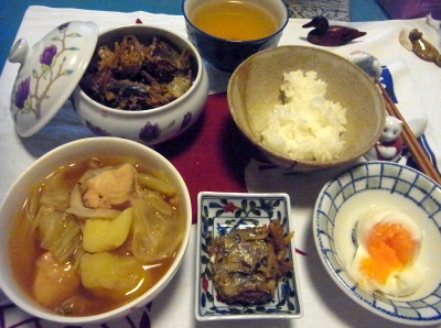 R0012965_1120夜-鶏のスープ、サンマ甘露煮、温泉卵_400.jpg