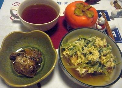 R0013032_1122夜-厚揚げと水菜の卵とじ、サンマ甘露煮、お吸い物、柿_400.jpg