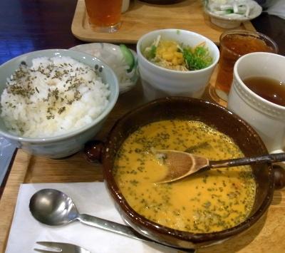 R0016759_1122昼外食-オイスター風味フィッシュカレーセット_400.jpg