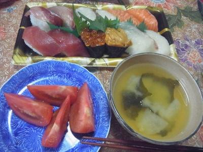 R0013313_1128昼-握り寿司、トマト、味噌汁_400.jpg