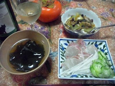 R0013314_1128夜-鯛刺し身、わかめ吸い物、牡蠣の炒めもの、柿、ワイン_400.jpg