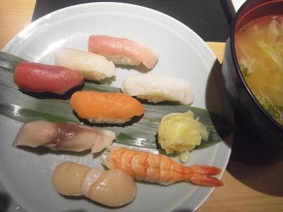 R0013480_1207夜・外食-8貫握り寿司_400.jpg