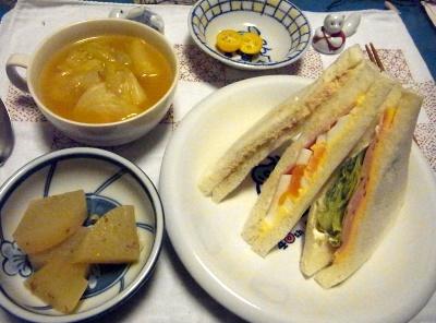 R0013547_1221夜-ミックスサンド、大根煮、キャベツスープ、金柑_400.jpg