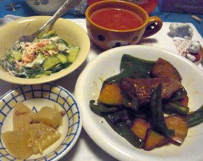 R0013554_1223夜-牛ステーキ、かぼちゃとピーマン炒め、カニカマサラダ、大根煮、トマトスープ_400.jpg