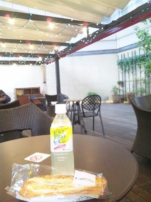 SBSH0609_1223昼-パンとレモンジュース、有楽町のフリースペース_300.jpg