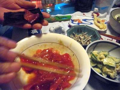 R0013604_1228夜-マグロ海苔巻き、サラダ、ご飯、味噌汁_400.jpg