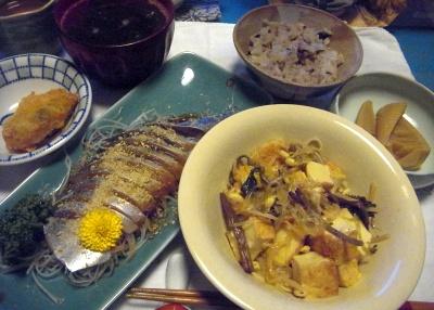 R0013644_0106夜-真鯖お造り、牡蠣フライ、厚揚げナムル炒め、タケノコ旨煮、雑穀米ご飯_400.jpg