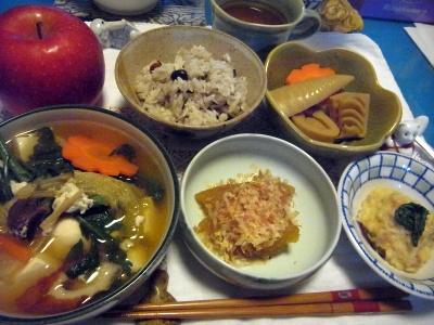 R0013663_0108夜-数の子、たけのこ午に、野菜鍋、筍旨煮、蟹餡しんじょ、雑穀米ご飯、リンゴ_400.jpg