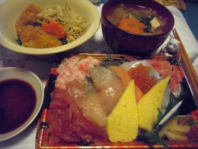 R0013676_0110夜-旬の海鮮ちらし、野菜お吸い物、牡蠣ともやしと春菊卵炒め_400.jpg
