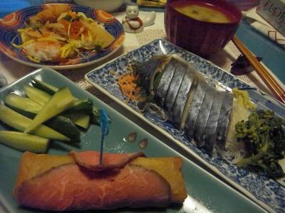 R0013832_0129夜-春巻きのローストビーフ巻き、しめ鯖、ちらし寿司、味噌汁_400.jpg