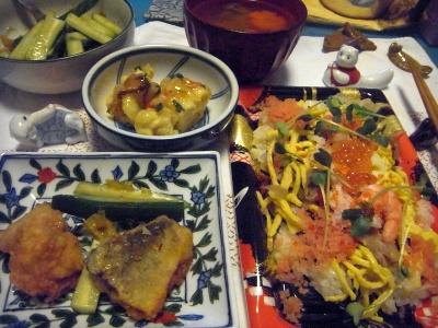 R0013933_0219夜-ちらし寿司、鯖竜田揚げ、マグロ尾の身フリッター、湯葉豆腐あんかけ、キュウリサラダ、スープ_400.jpg