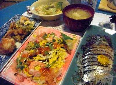 R0014009_0304夜-海鮮ちらし寿司、ごまさば刺し身、アボカドサラダ、味噌汁、揚しんじょ他_400.jpg