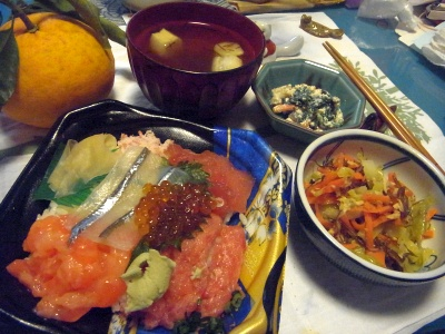 R0014098_0322夜-海鮮ちらし寿司、切り昆布と野菜炒め煮、白あえ、お吸い物_400.jpg