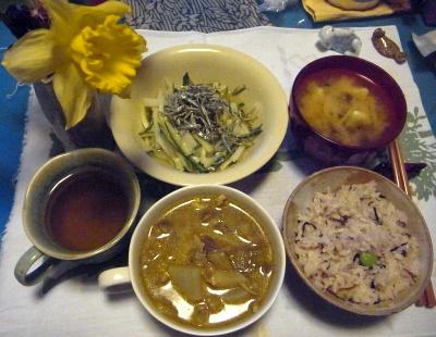 R0014139_0330夜-タイチキンカレー、雑穀ご飯、サラダ、味噌汁_400.jpg