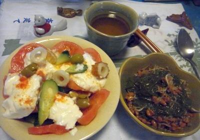 R0014160_0402夜-トマトサラダ、めかぶ納豆_400.jpg