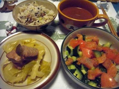 R0014170_0404夜-茹でキャベツとポーク、サラダ、スープ、雑穀ご飯_400.jpg