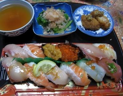 R0019222_0424夜-握り寿司、とんかつ、ほうれん草おひたし、スープ_400.jpg