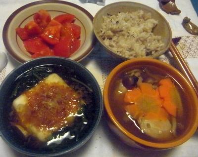 R0014265_0508夜-湯豆腐、チキンスープ、トマト_400.jpg