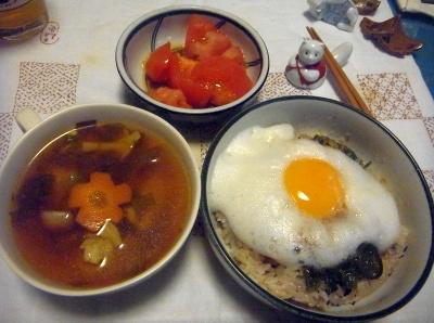 R0014321_0519夜-泡卵めかぶご飯、野菜スープ、トマト_400.jpg
