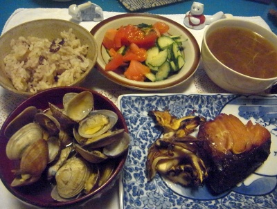 R0014354_0526夜-あさりの潮汁、ブリの照り焼き、焼き舞茸、お赤飯サラダ、カレースープ_400.jpg