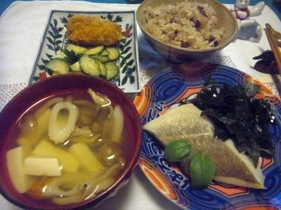 R0014358_0527夜-ボイル鱈と生わかめ、牡蠣フライ、お吸い物、あずきと雑穀米ご飯_400.jpg
