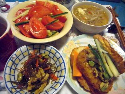 R0014434_0615夜-コロッケバーガー、昆布の煮物、トマトサラダ、もやしスープ_400.jpg