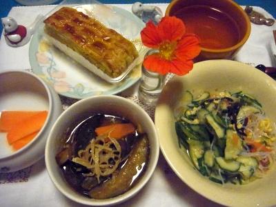 R0014451_0619夜-茄子の揚げびたし、春雨サラダ、人参マリネ、バナナパイ、スープ、ナスタチウムの花_400.jpg