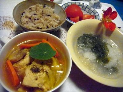 R0014458_0623夜-チキンスープ、おろしめかぶ、お赤飯、トマト_400.jpg