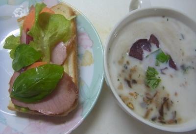 R0014577_0719昼-My野菜ポークサンド、ハーブ入スープ_400.jpg