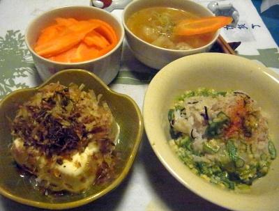 R0014708_0803夜-刻みオクラご飯、のっけ冷奴、茹で人参、スープ_400.jpg