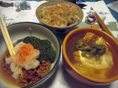R0014770_0809夜-めかぶ納豆おろし、エビワンタンと厚揚げのスープ、卵かけご飯_400.jpg