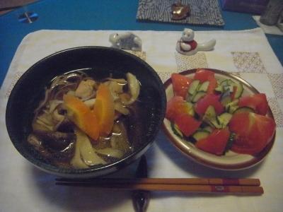 R0014858_0818夜-きのこそば、トマトサラダ.JPG