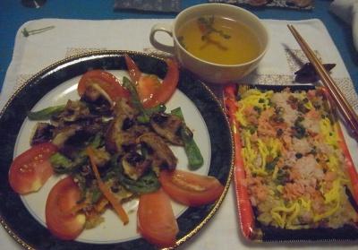 R0015180_0902夜-ブラウンマッシュルームソテーにトマト添、蟹鮭ちらし寿司、バジルスープ_400.jpg