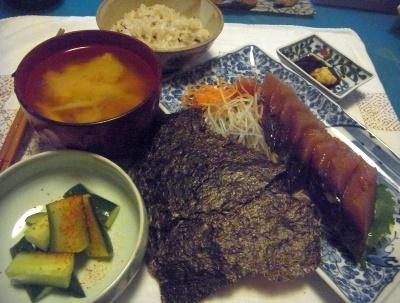 R0015211_0909夜-カツオお造り、海苔、たたきキュウリ、味噌汁、雑穀米ご飯_400.jpg