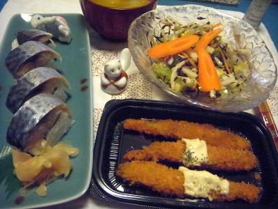 R0015251_0916深夜-鯖寿司、ししゃもフライ、サラダ、味噌汁_400.jpg