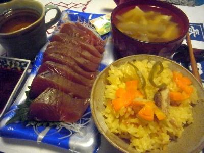 R0015362_1008夜-カツオのお刺身、サンマオレンジご飯、味噌汁_400.jpg