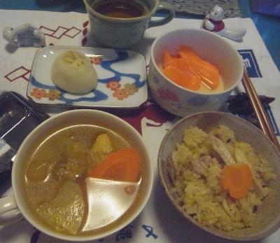 R0015388_1012夜-チキンスープ、サンマご飯、人参酢漬け、うさぎ饅頭_400.jpg