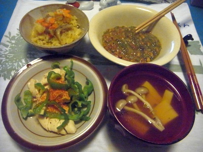 R0015414_1019夜-蒸しチキン、サンマオレンジご飯、めかぶ納豆、お吸い物_400.jpg