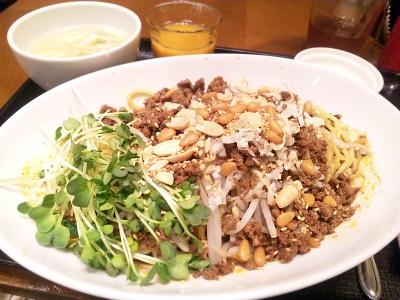 SBSH0685_1101昼・外食-汁なし担々麺、野菜ジュース、杏仁豆腐_400.jpg
