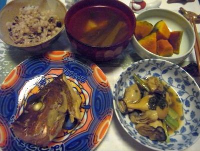 R0015483_1105夜-鯛の兜煮、牡蠣の炒め物、カボチャ、お吸い物、もち麦雑穀米ご飯_400.jpg