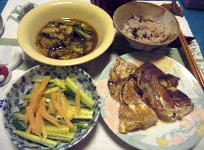 R0015486_1106深夜-鯛の兜煮、牡蠣のソース炒め、酢漬け生姜と胡瓜のサラダ、もち麦雑穀米ご飯_400.jpg