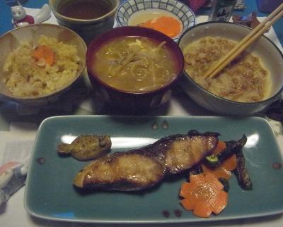 R0015561_1122ぶりの照り焼き、おろし納豆、モヤシみそ汁、サンマオレンジジュースご飯_400.jpg