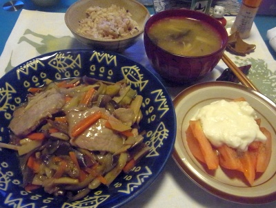 R0015579_1128夜-ポーク野菜あんかけ、トマトヨーグルト、みそ汁、もち麦ご飯_400.jpg
