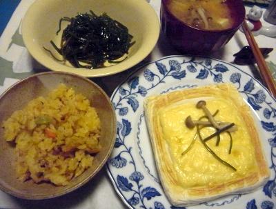 R0015611_1204夜-はんぺんチーズのせをガスで焼く、サンマご飯、茎わかめ、味噌汁_400.jpg