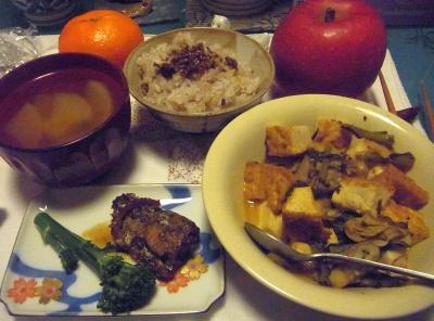 R0015681_1218夜-牡蠣の炒め物、サンマの甘露煮、山椒の佃煮、大根スープ_400.jpg