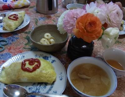 R0024856_0116昼-オムライス、味噌汁、バナナ_400.jpg