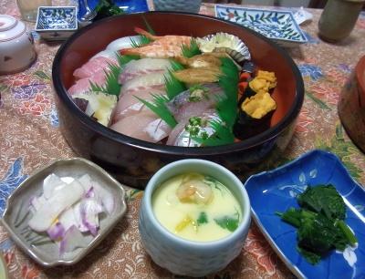 R0024877_0119夜-上にぎり寿司、茶碗蒸し、ほうれん草のおひたし、蕪の酢の物_400.jpg
