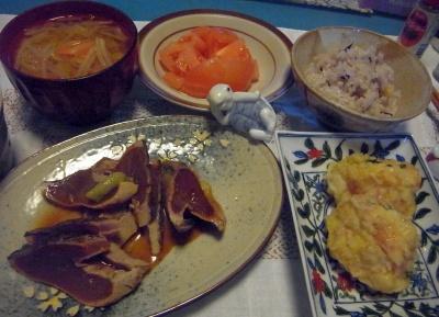 R0015874_0206夜-カツオのたたき、蟹豆腐しんじょ、トマト、みそ汁、雑穀ご飯_400.jpg